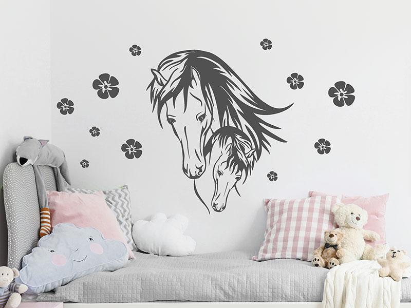 wandtattoo pferd mit fohlen und bl ten. Black Bedroom Furniture Sets. Home Design Ideas