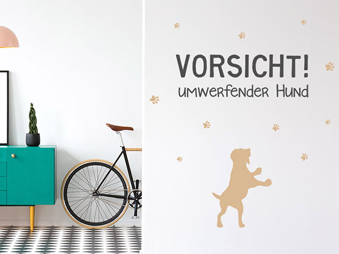 wandtattoo vorsicht umwerfender hund mit pfotenabdr cken. Black Bedroom Furniture Sets. Home Design Ideas